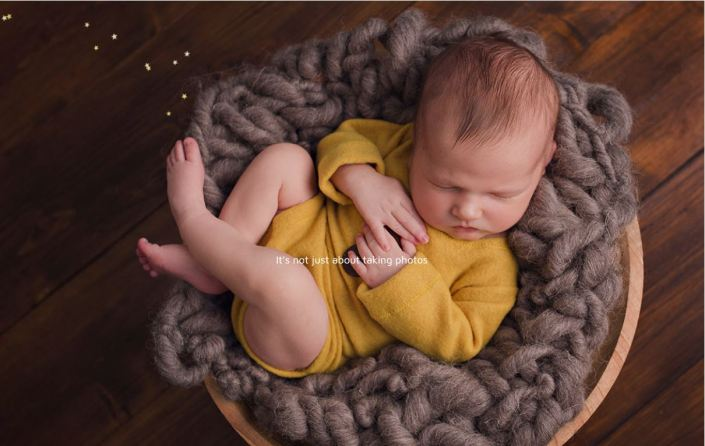 Newborn photography studio in Sundlerand - baby in mustard colour