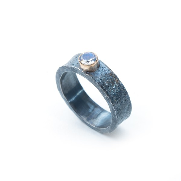 Alternative engagement ring | Lisa Rothwell-Young