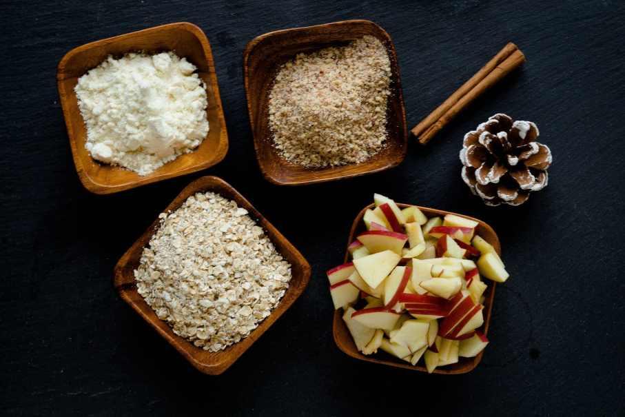 Gesundes Bratapfel-Protein-Porridge ohne Milch und Zucker