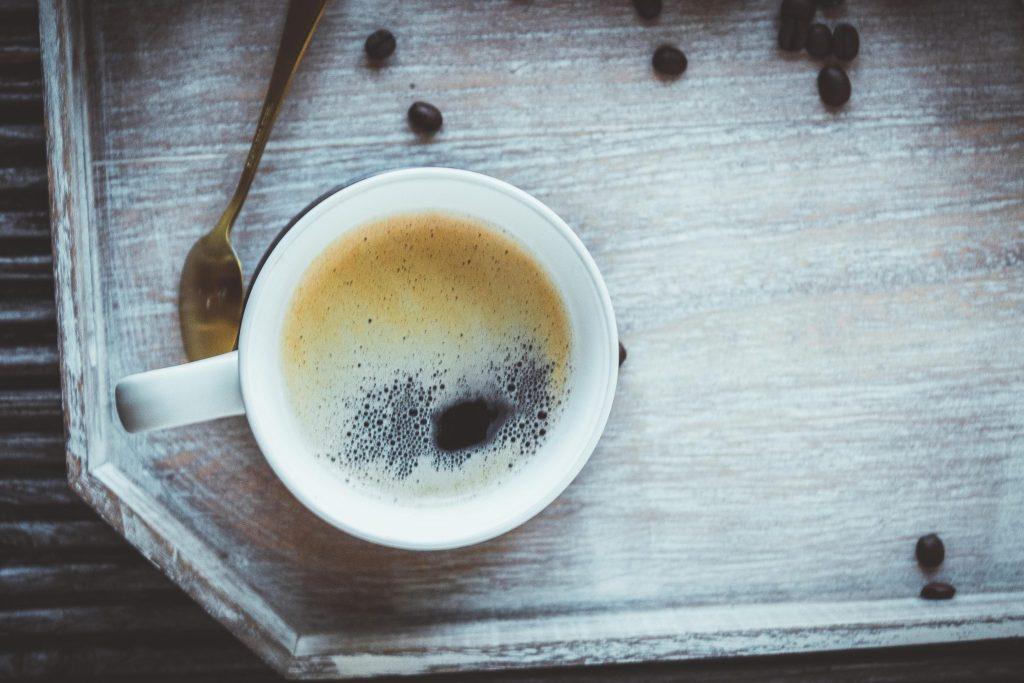 Kaffee ohne Zucker und Milch trinken. Tipps wie du Kaffee schwarz trinken kannst.