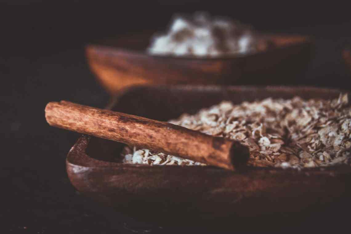 Haferflocken als Basis für Zimtschnecken Protein Porridge