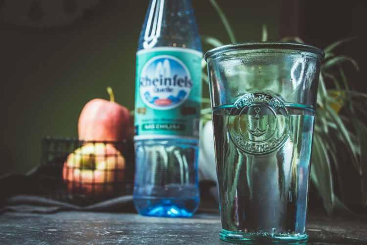 Rheinfels Quelle Minearalwasser Trinken ist gesund