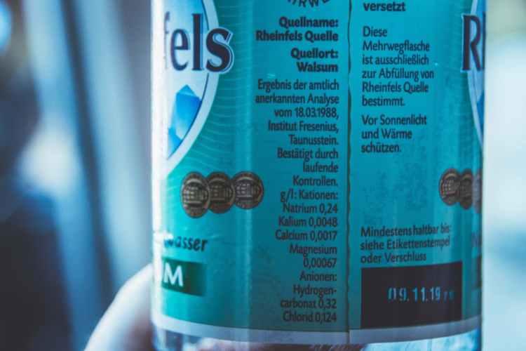Rheinfels Quelle Wasser reich an Mineralstoffen
