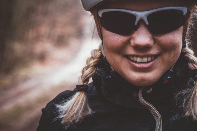 Fahrradbrille und Fahrradhelm von Alpina - auch ideal für eine Radtour im Regen.
