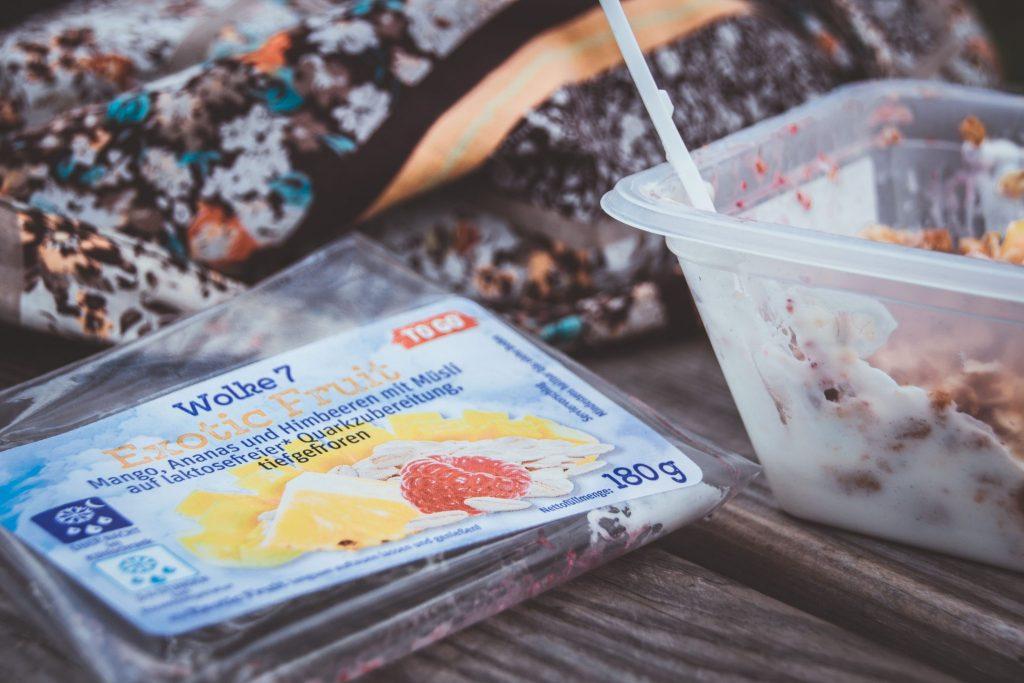 Unterwegs gesund frühstücken mit den leckeren gesunden Snacks von Jütro. Wolke 7 To Go.