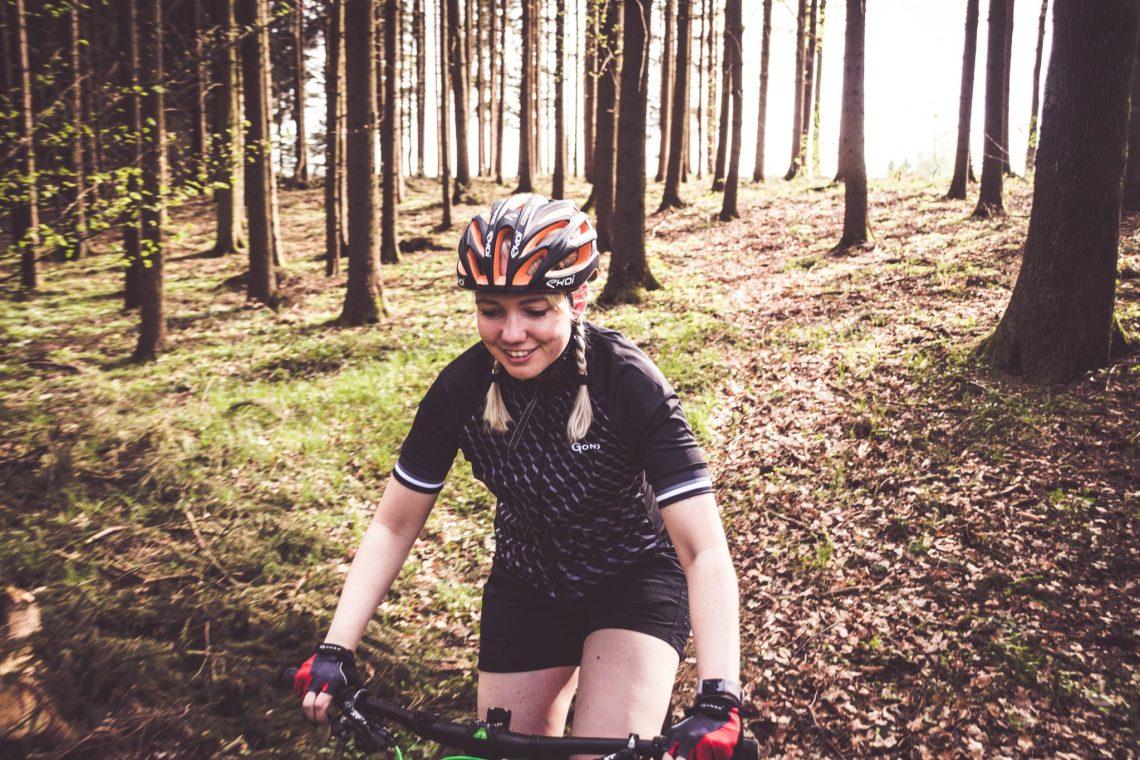 Schmerzende Sitzknochen beim Radfahren verhindern mit der richtigen Radhose.