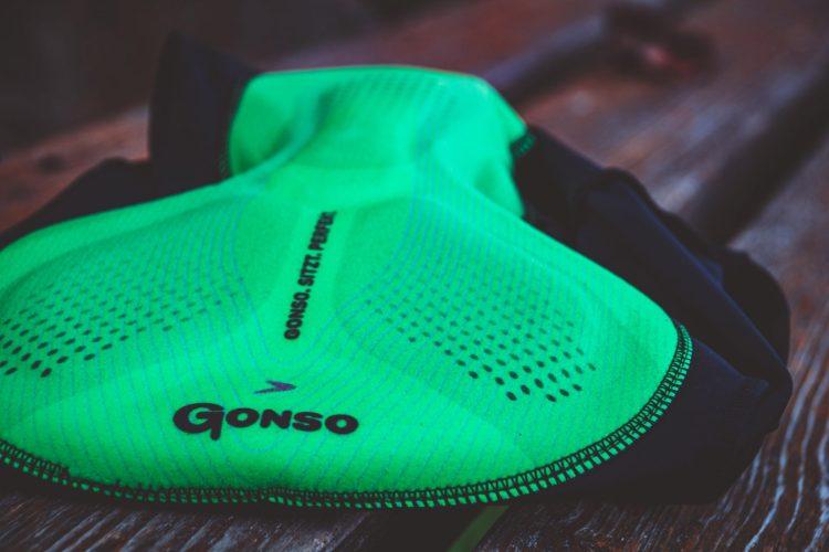 Gonso Sitivo Fahrradhose Poster. Ideal gegen Sitzschmerzen beim Radfahren vom Radhosenexperte Gonso.