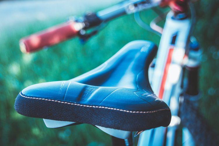 Der SQlab 611 Ergowave Active S-Tube MTB Sattel gegen schmerzende Sitzknochen beim Radfahren.