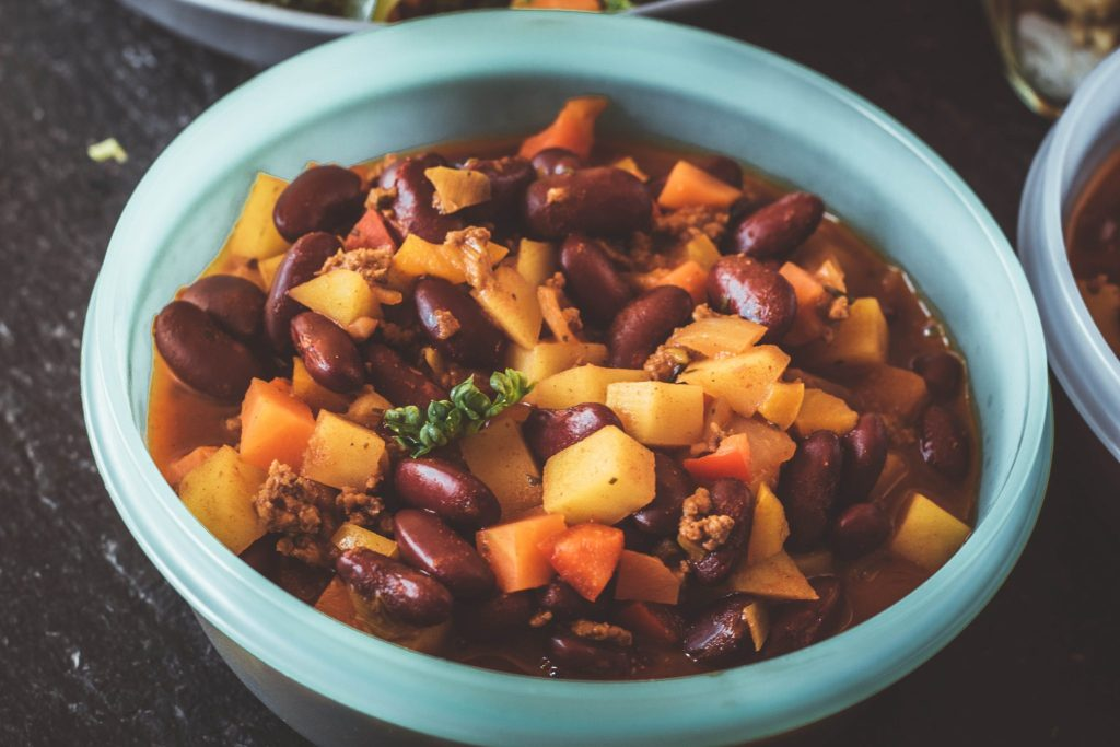 Chili con Carne vorkochen. Gesundes Essen zum Mitnehmen.