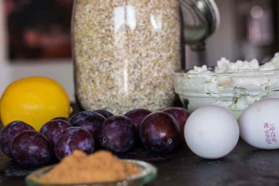 Zutaten für gesunde Zwetschgenknödel ohne Zucker und kalorienarm