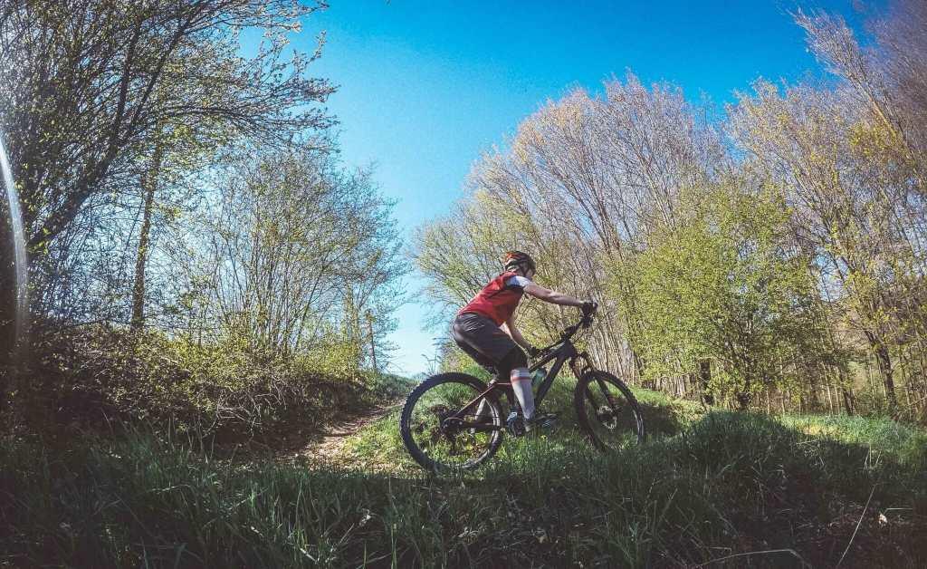 Radfahren im Herbst mit dem perfekten Outfit - die richtige Kleidung zum Fahrrad fahren