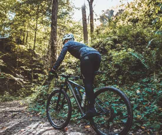Radfahren im Herbst Kleidung Ausrüstung