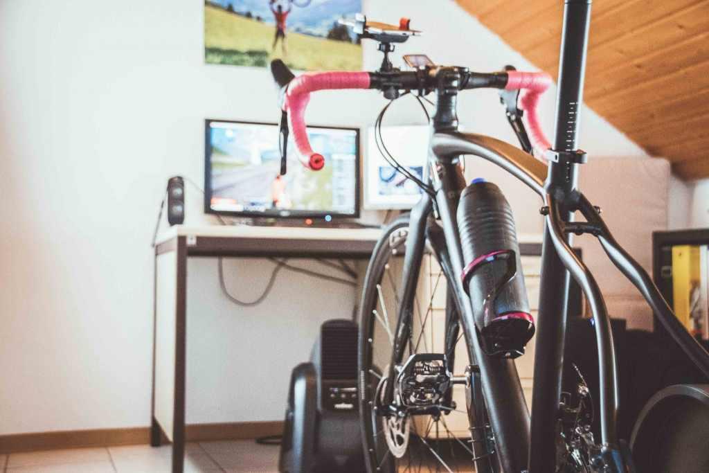 Fahrradtraining im Winter auf der Rolle mit dem Rennrad und dem Mountainbike - persönliche Erfahrungen.