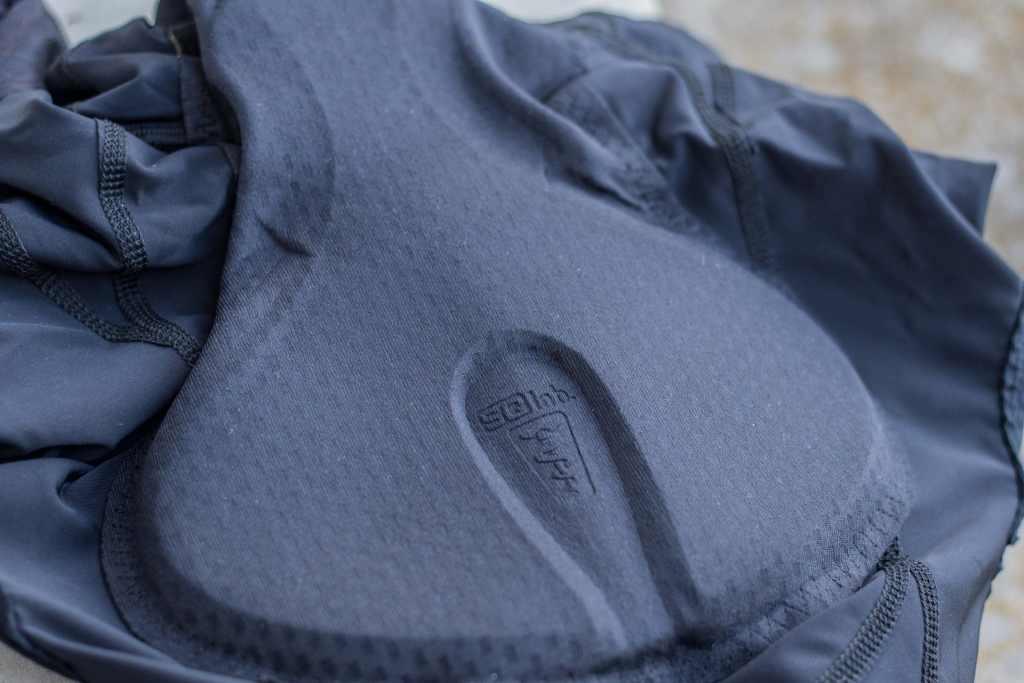 Hauchdünnes Polster in der Radhose von SQlab -die perfekte Radhose gegen Sitzschmerzen beim Radfahren.