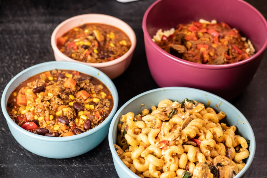 Vorgekochtes Essen und andere Lebensmittel richtig aufbewahren im Kühlschrank oder Gefrierschrank.