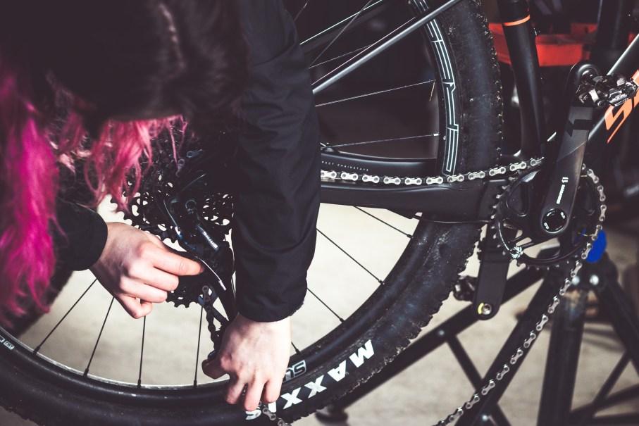 Fahrrad Hinterrad ausbauen zur Antriebsreinigung
