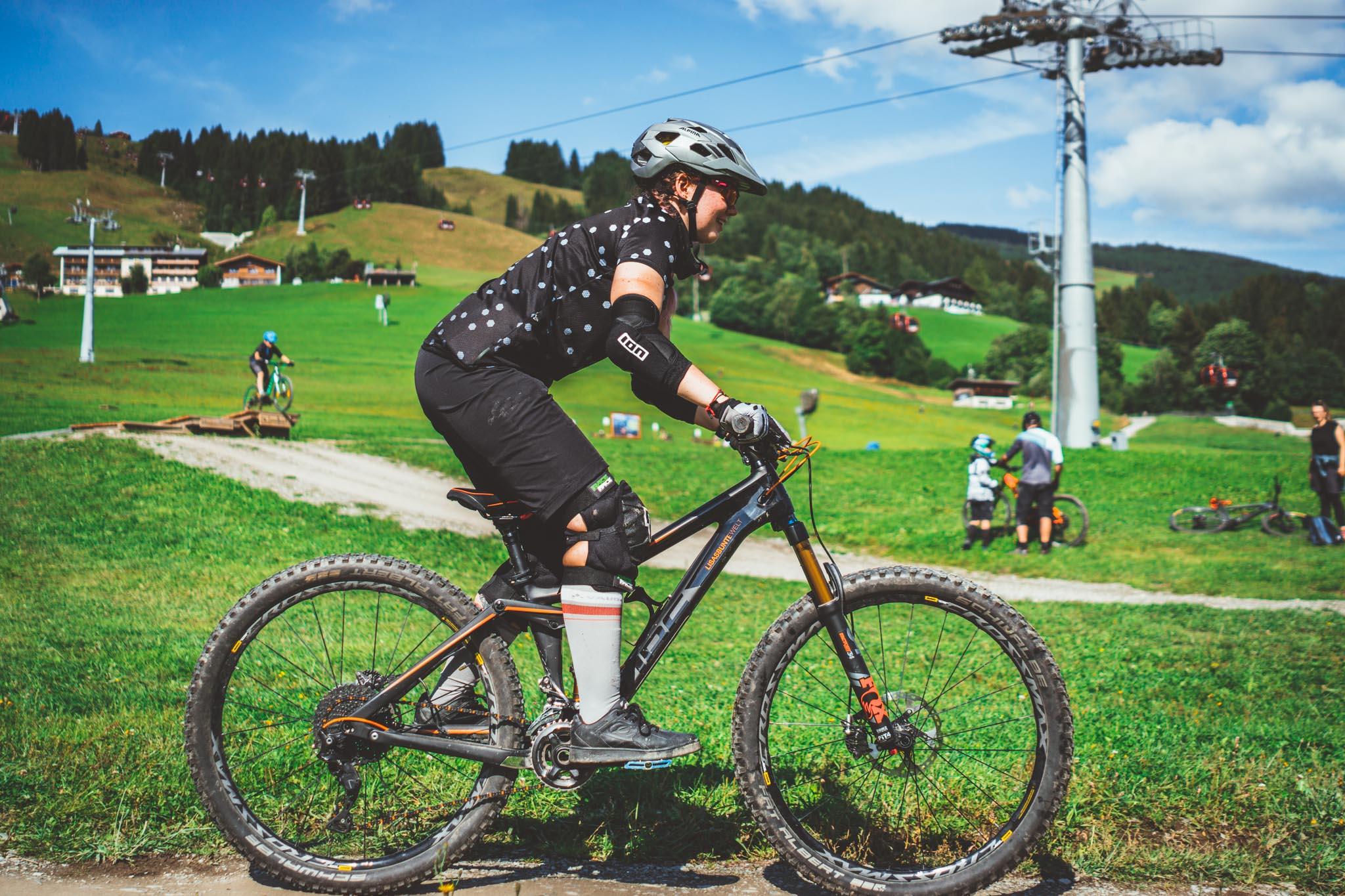 fahrtechnik auf dem mountainbike lernen onlinekurs roxybike erfahrungen