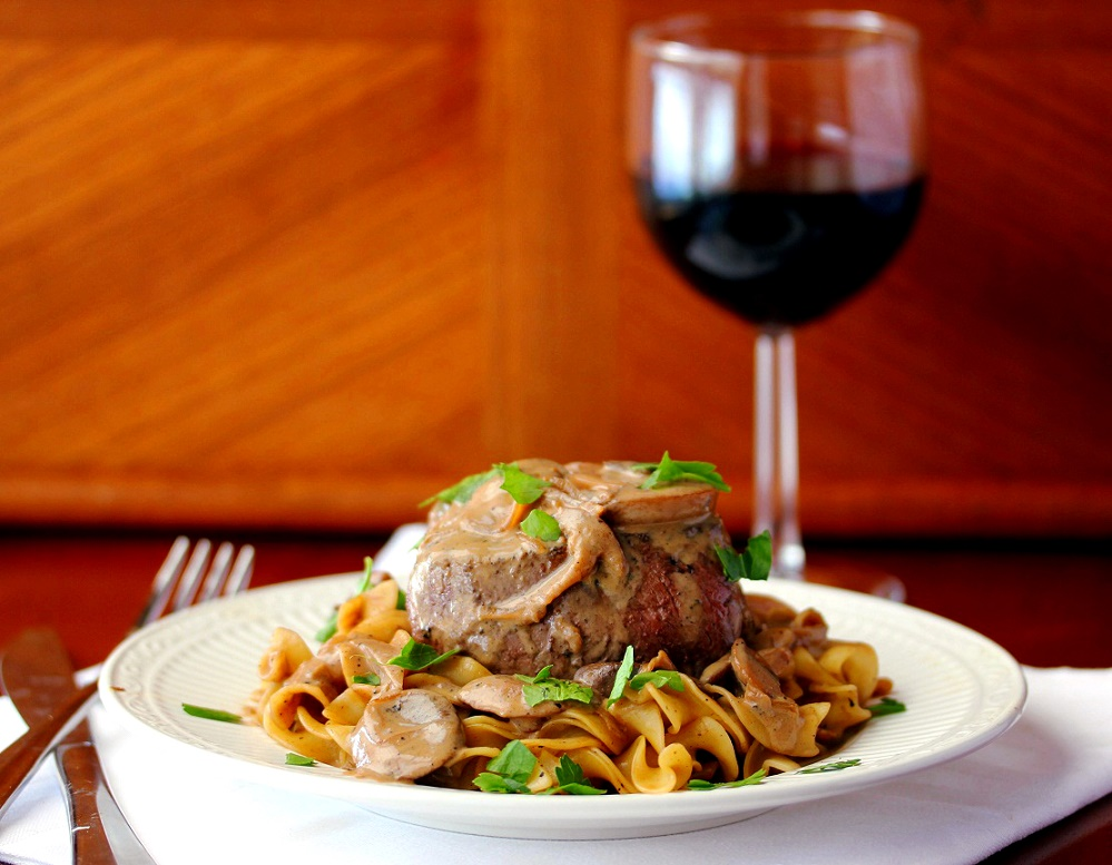 Filet-Mignon-with-Stroganof-Sauce-056_cr