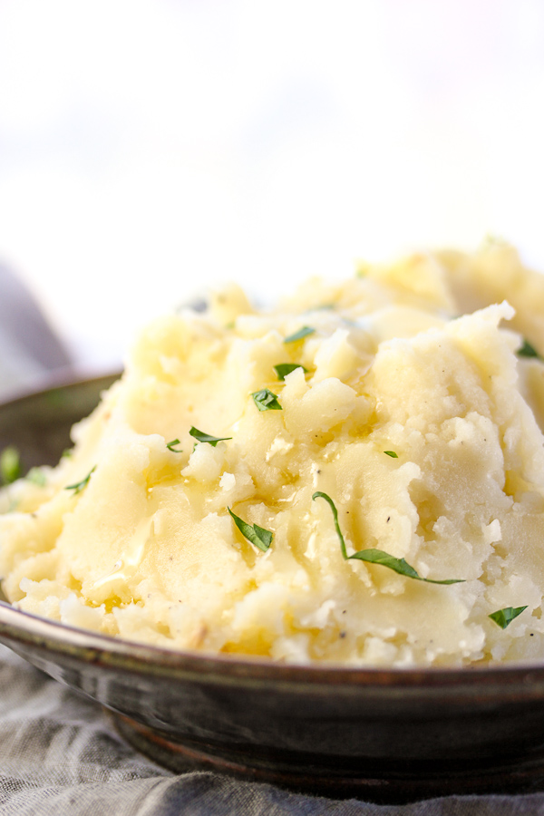 These perfectly fluffy Ultimate Roasted Garlic Mashed Potatoes are ...