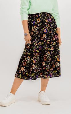BORN---Falishi-Black-Floral-Printed-Skirt