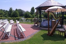 Outdoor ceremony shaded performance