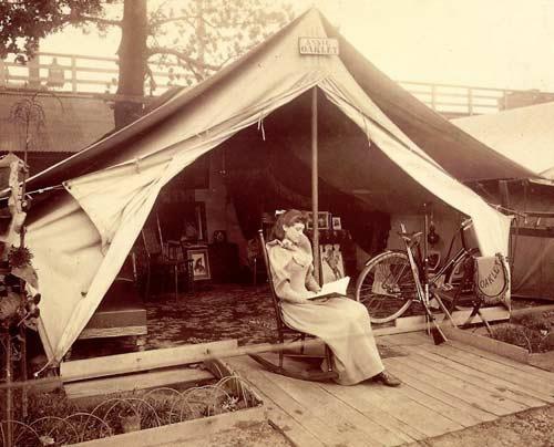 annie-oakley-in-tent5