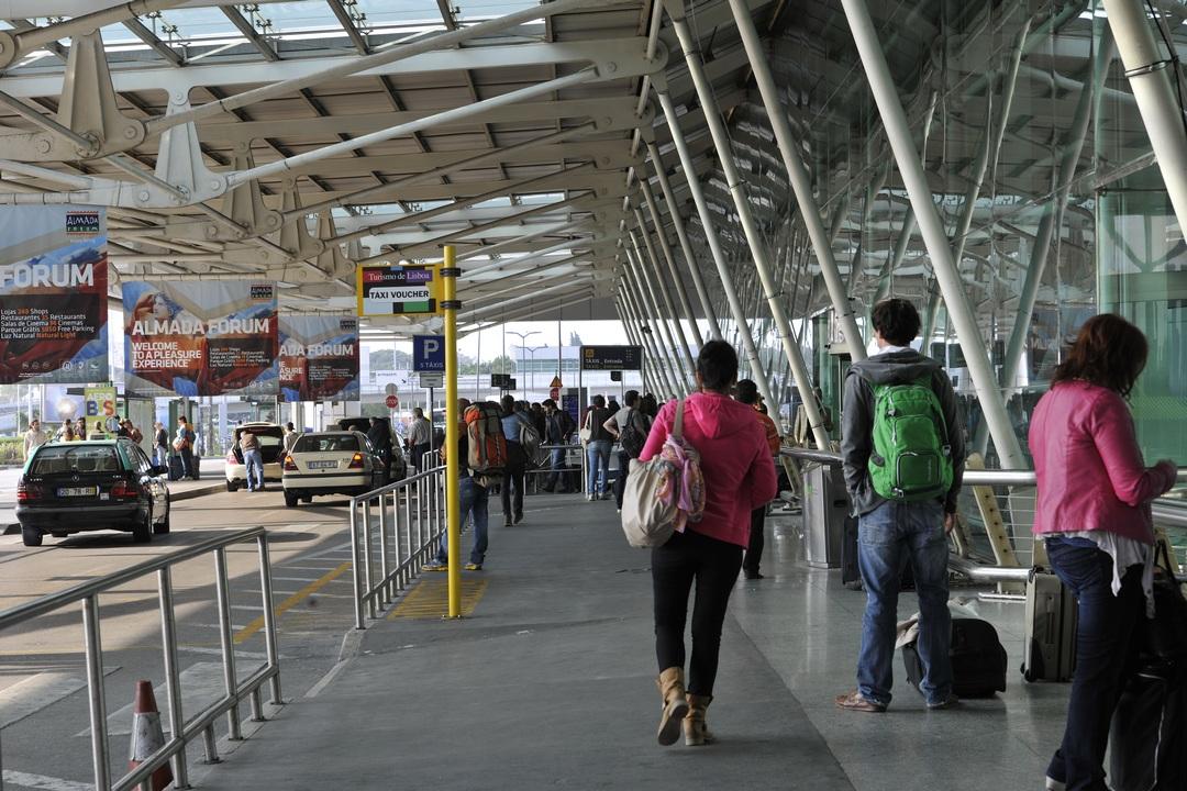 Sortie des taxis, aéroport de Lisbonne