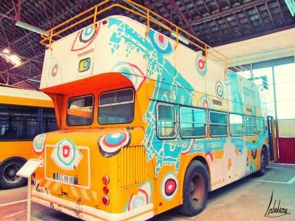 Extérieur ancien bus touristique musée carris