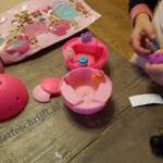 Lol met een verrassingsei: de hype rond de surprise eggs