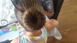 Haar knot met donut gemaakt balletvoorstelling Lisette Schrijft