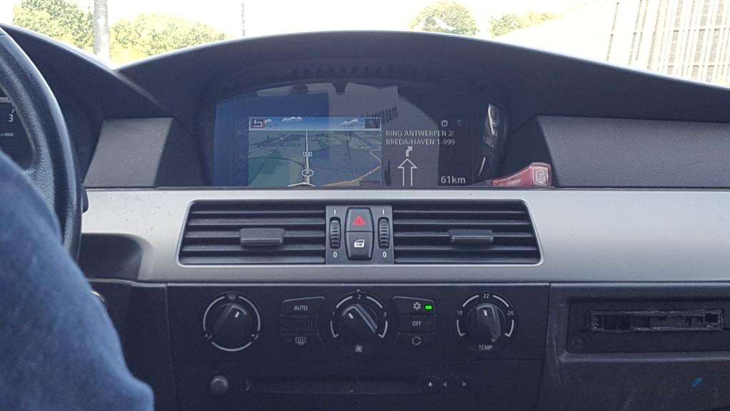 navigatie in de auto op vakantie omleiding plannen terugreis Lisette Schrijft
