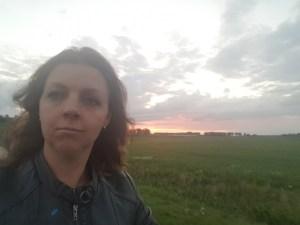 fietstocht door de weilanden tijdens zonsondergang Lisette Schrijft