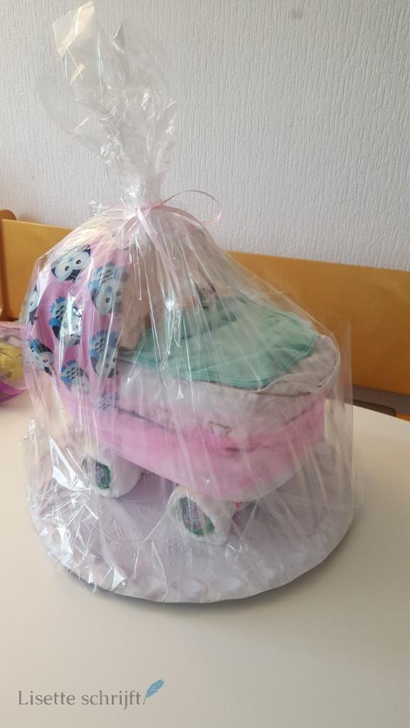 diy luiertaart kindewagen wieg maken Lisette Schrijft