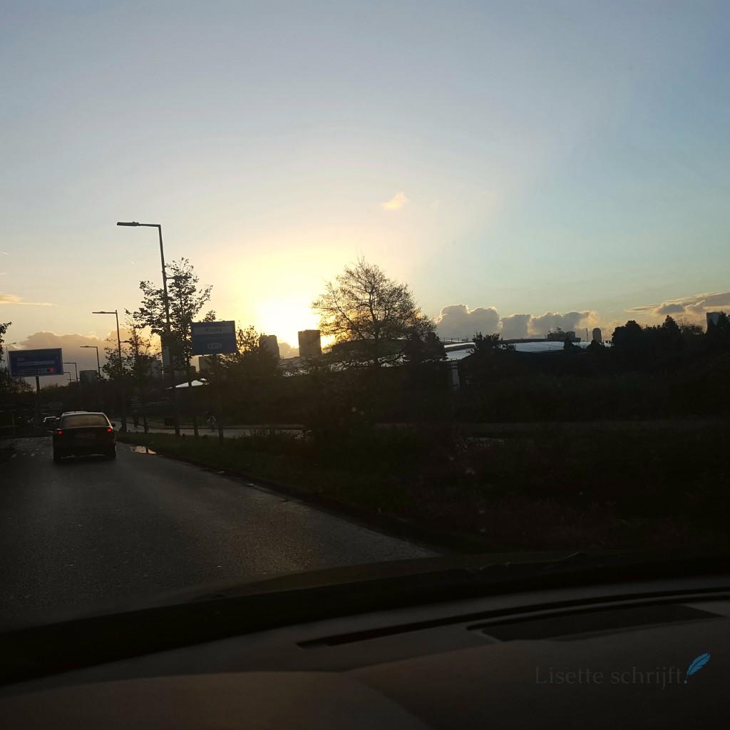 Zonsopgang met de skyline van Rotterdam Lisette Schrijft