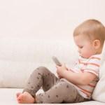 Maartje – kinderen en hun onafscheidelijke mobiele telefoon