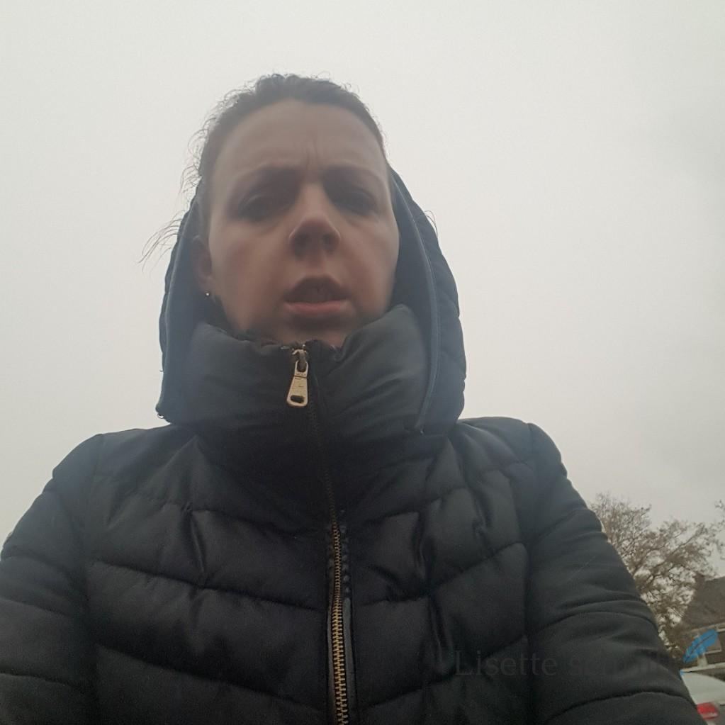 op de fiets naar school in de regen Lisette Schrijft