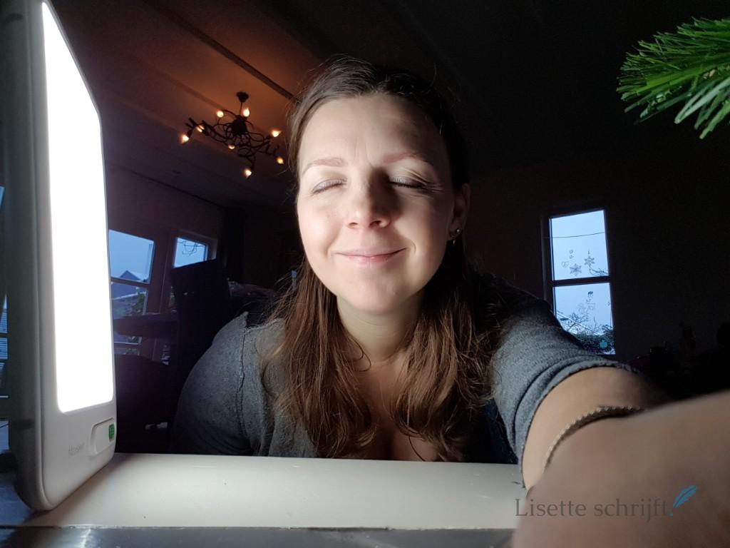 de winterdip gaat over met een daglichtlamp Lisette Schrijft
