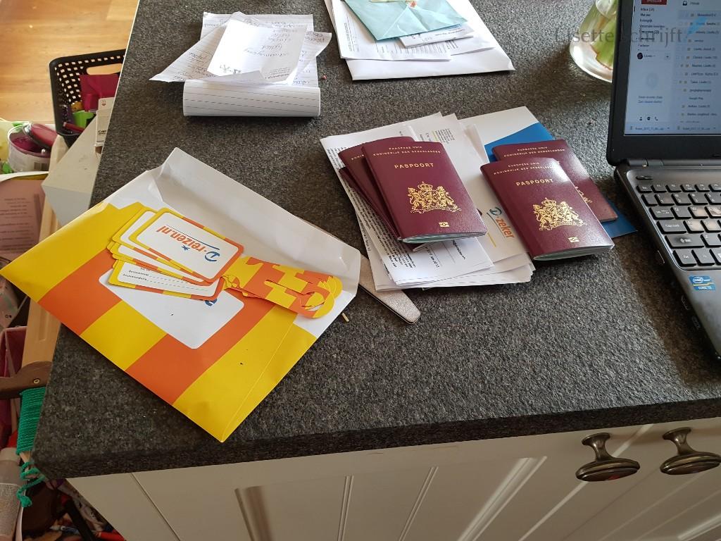 Vakantievoorbereidingen paspoorten in handbagage Lisette Schrijft