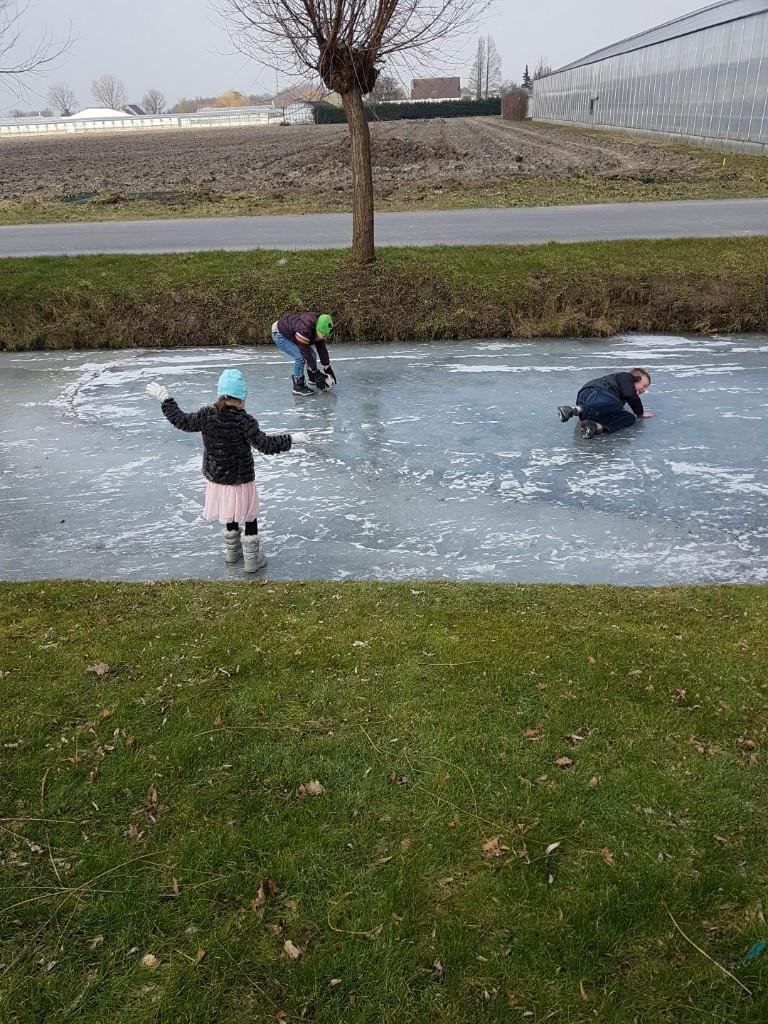 lekker op het ijs op de sloot Lisette Schrijft