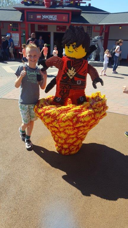 Lego Ninjago poppetje in Legoland Lisette Schrijft