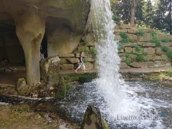 een waterval waar je achter kunt lopen lisette schrijft