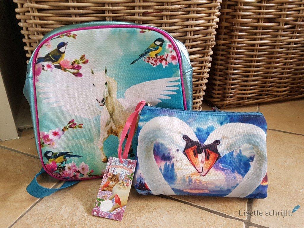weer naar school met een nieuwe tas en etui van de kunstboer Lisette Schrijft