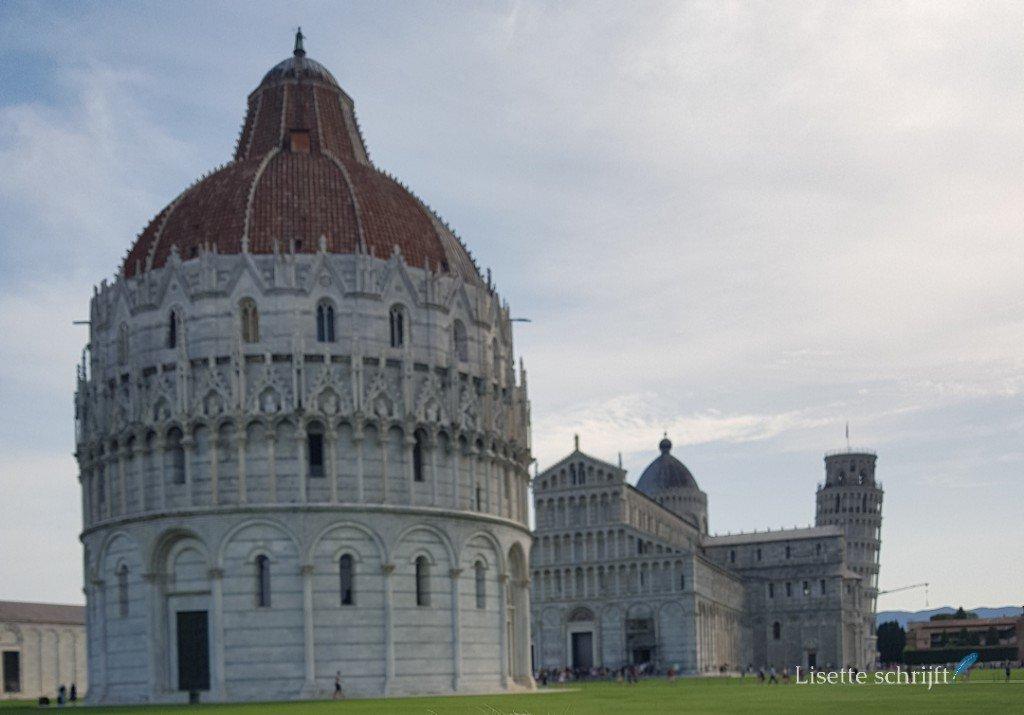 De toren van Pisa met de Duomo en de Kathedraal