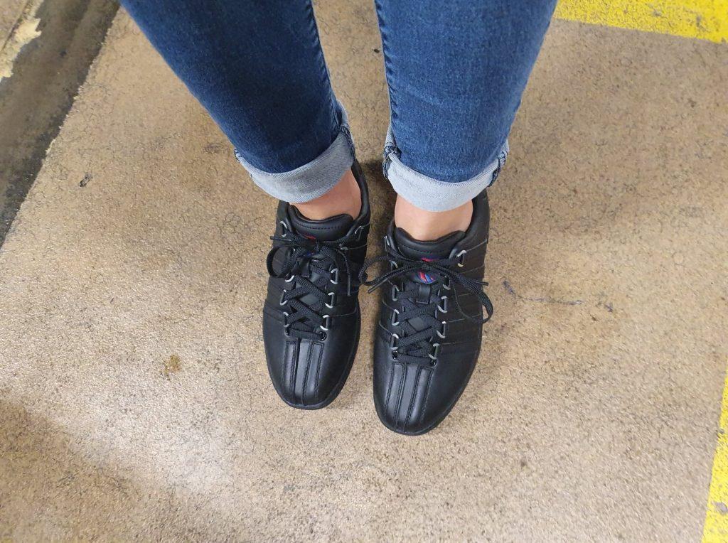 nieuwe zwarte sneakers