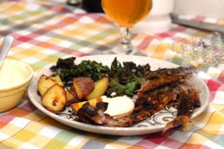 Spareribs, poteter og grønnkål. Foto: Lise von Krogh,