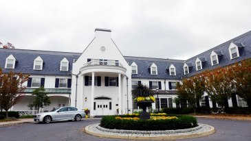 I happened upon Penn State's Nittany Lion Inn by mistake. It was looking very pretty and very autumnal.