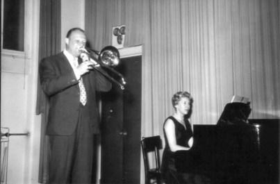 Marcel Fuchs sa službenom pijanisticom Muzičke akademije u Beču tijekom diplomskog koncerta 1961. godine