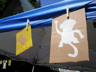 monkeys + cardboard = cuteness