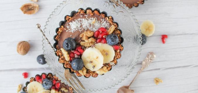 Chocolade tartelettes met banaan en walnoten