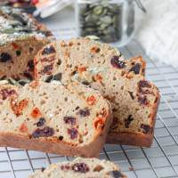 Healthy berry kwarkbrood